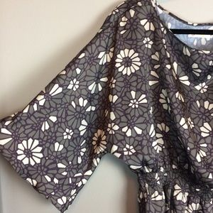 Tulle gray geometric Floral elastic band flowy top
